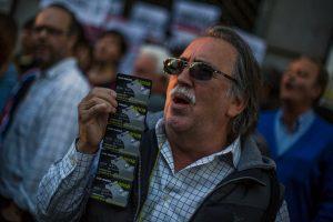 Cientos de personas protestan por fraude de bankia