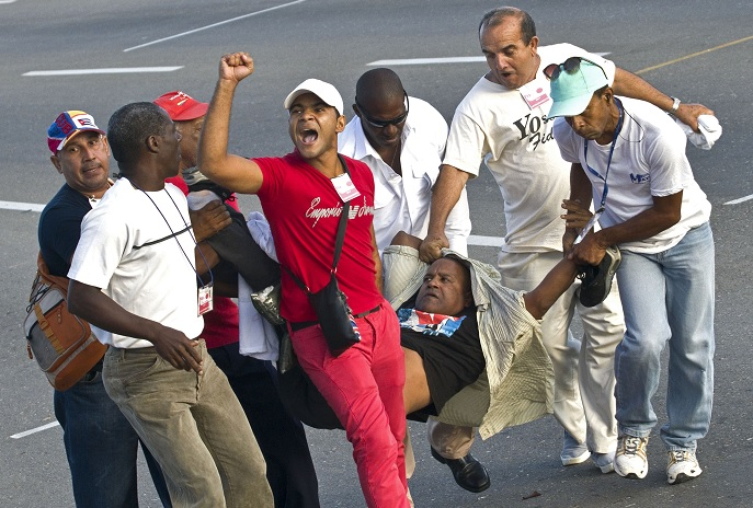 Cuba, día del trabajo, manifestante, bandera, Estados Unidos, Castro,