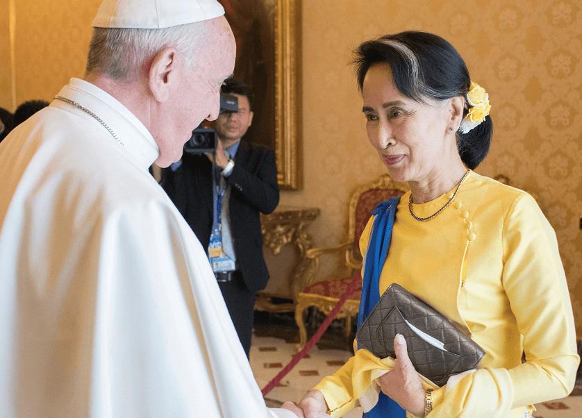 El papa y la líder de facto birmana San Suu Kyi