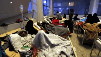 Enfermos de colera son atendidos en hospital en Yemen