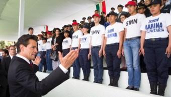 El presidente Enrique Peña Nieto toma protesta a los jóvenes del Servicio Militar Nacional.
