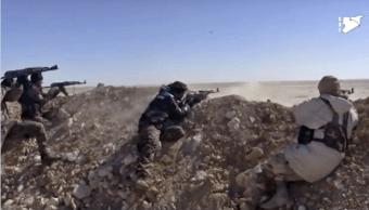 Soldados en Siria luchan contra Estado Islamico