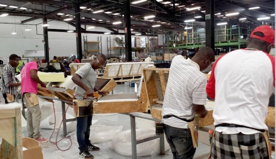 Haitianos son empleados por una empresa en Tijuana