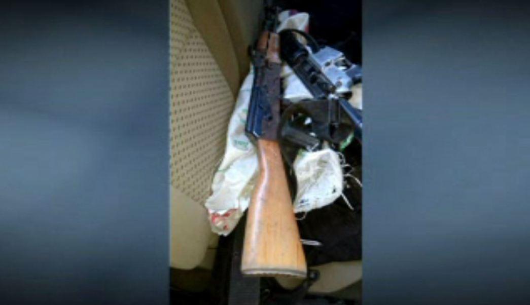 Hallan arsenal dentro de camioneta en Nuevo León