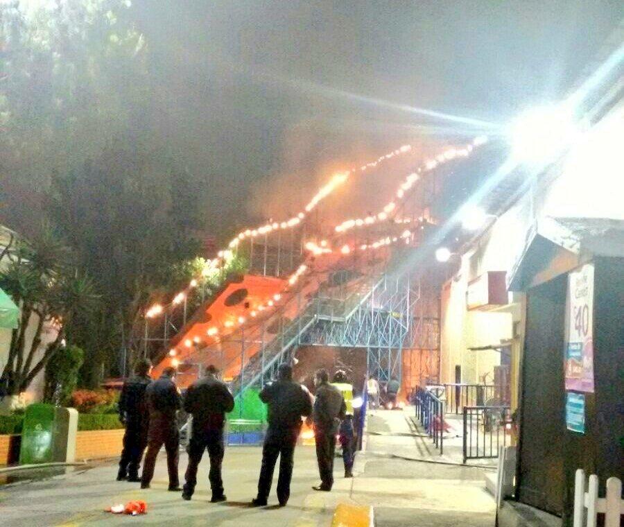 Reportan incendio en negocio ubicado en Periférico y Constituyentes
