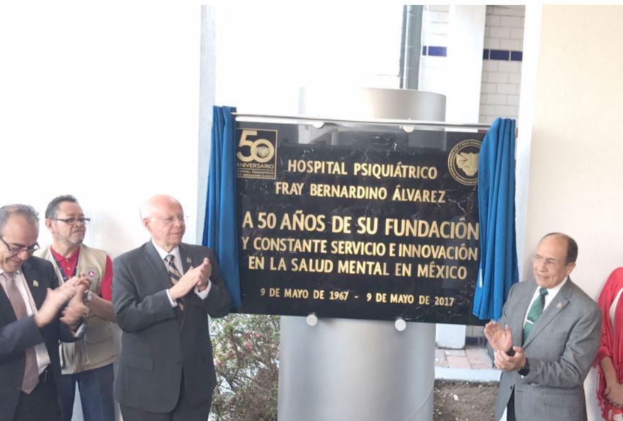 El secretario de Salud, José Narro Robles, develó una placa por los 50 años del Hospital Psiquiátrico Fray Bernardino Álvarez. (Secretaría de Salud)