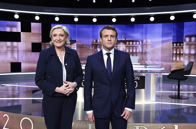 Los dos candidatos a la presidencia de Francia, Marine Le Pen (i), y Emmanuel Macron (d), antes del debate. (AP)