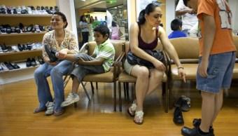 De acuerdo con el INEGI, 28 de cada 100 mujeres en México ejercen la maternidad sin la presencia del padre. (Getty Images)