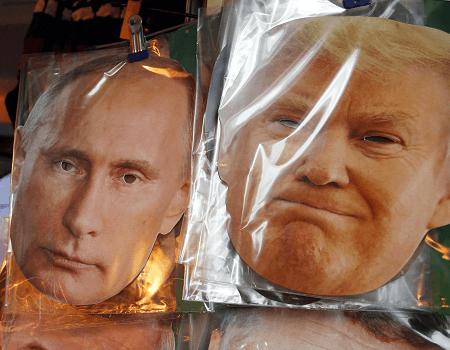Máscarad de Putin y Trump en San Petersburgo