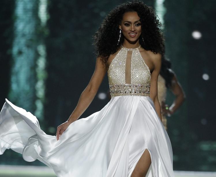 Kara McCullough compite durante el concurso Miss USA (AP)