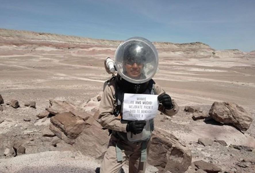 Yair Israel Piña López en un área del desierto de Utah, EU, denominada The Mars Desert Research Station (Facebook)