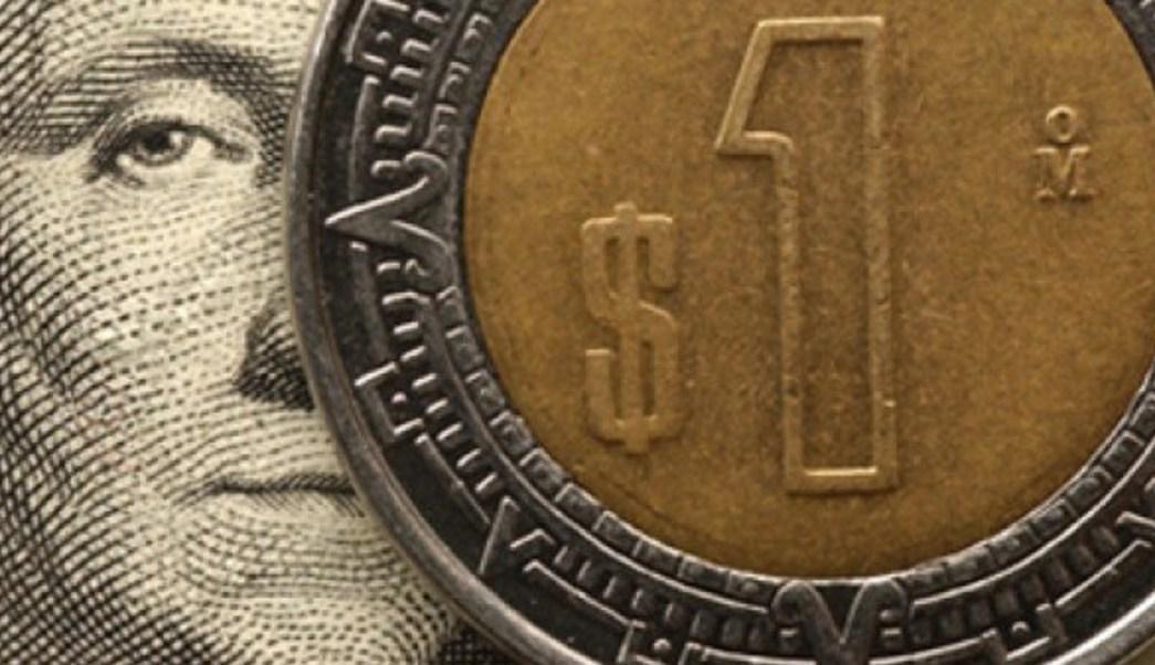 El dólar libre se vendió hasta en 19.04 pesos en bancos capitalinos. (Notimex/Archivo)