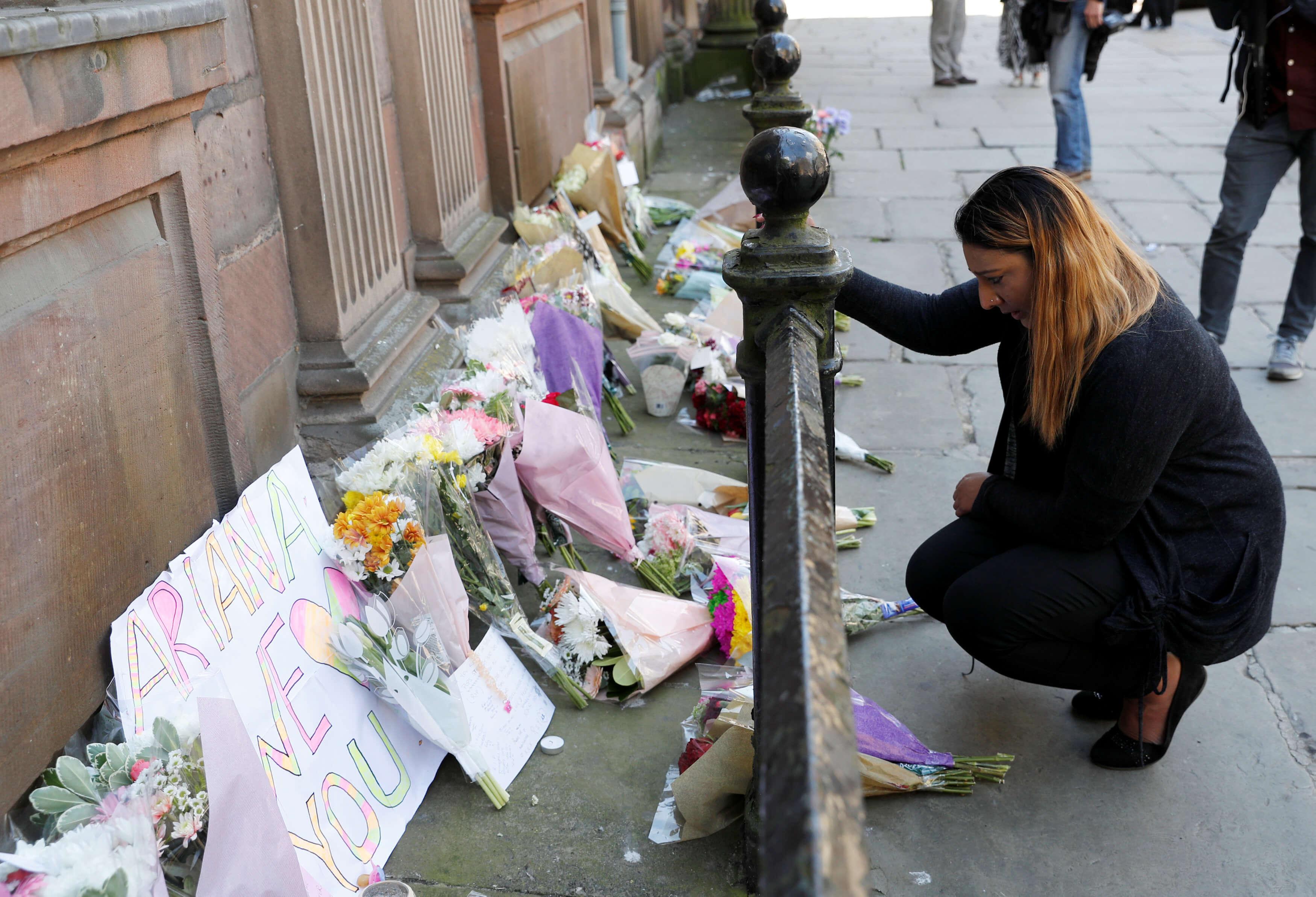 Al menos 19 muertos por presunto ataque suicida tras concierto en Manchester