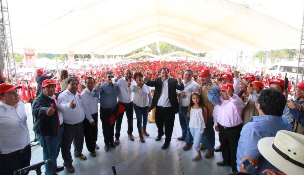Óscar González, candidato del PT a la Gubernatura del Estado de México, realizó una gira por Metepec (Twitter @OscarGonzalezYa)