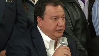 Óscar González Yáñez anuncia que declina en favor de Delfina Gómez