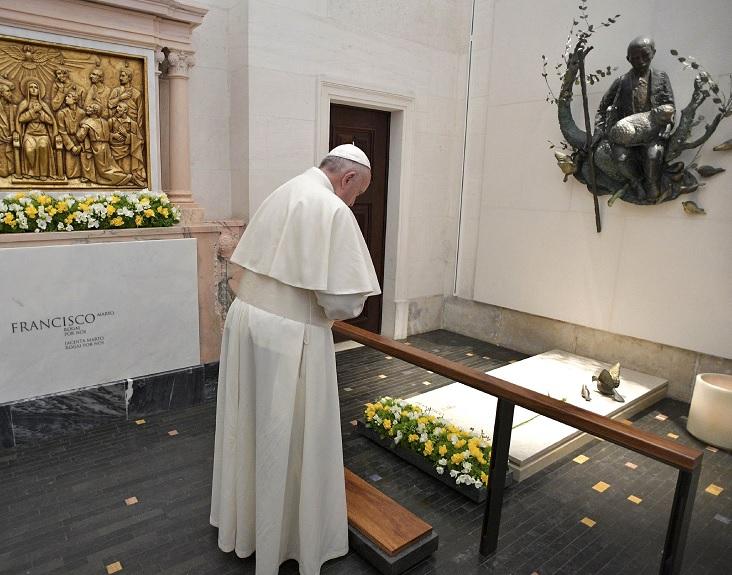 En Fátima el papa canonizó en una solemne misa a los pastorcitos Jacinta y Francisco (Reuters)