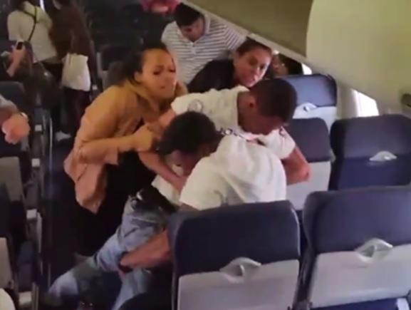 Dos pasajeros se atacan en el vuelo 2530 de Southwest Airlines en EU (Foto: Youtube)