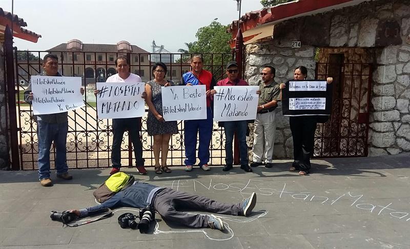 Periodistas mexicanos manifiestan su rechazo por el asesinato de comunicadores