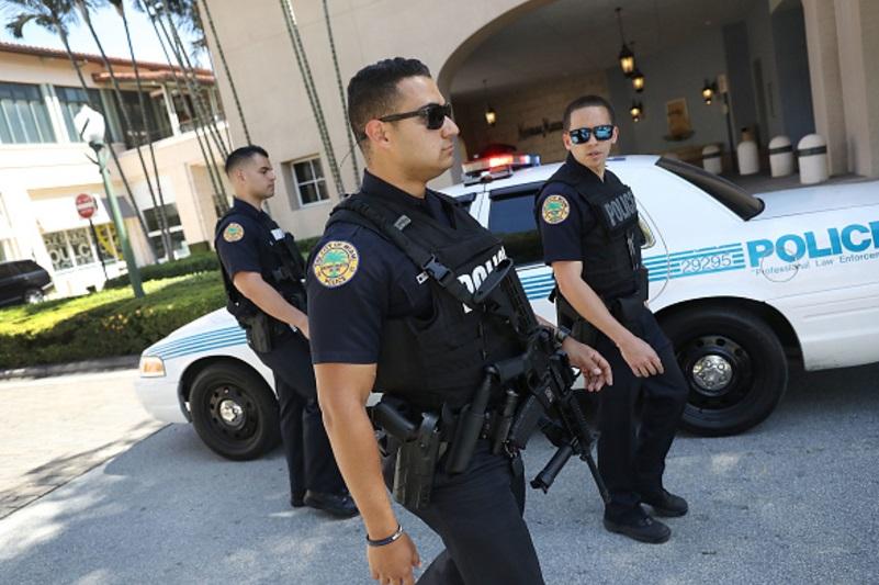 Autoridades de Miami patrullan las calles (Getty Images/archivo)
