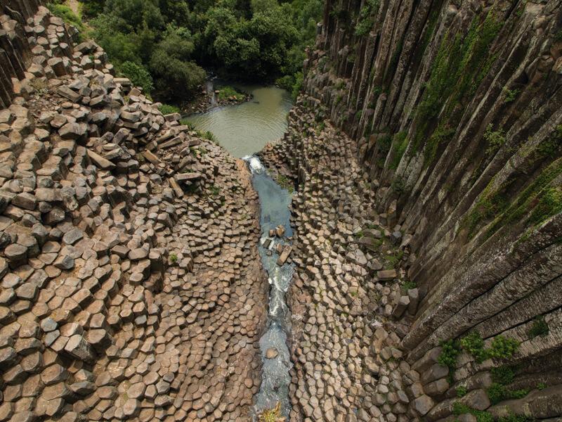 Prismas basálticos en geoparque Comarca Minera en Hidalgo (Unesco)