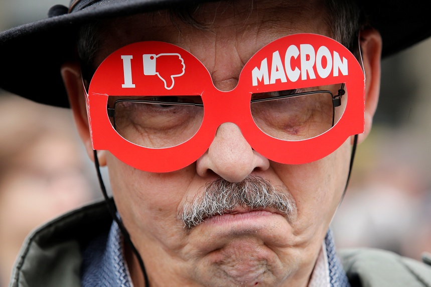 """Un manifestante con el mensaje: """"No me gusta Macron"""" (Reuters)"""