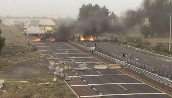 Bloqueo en la autopista Puebla-Orizaba. (Noticieros Televisa)
