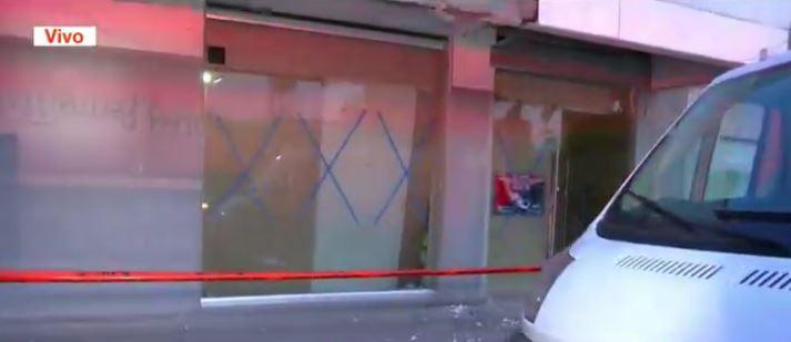 se derrumba techo al interior de sucursal bancaria en cdmx