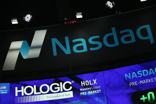 En Wall Street, el Nasdaq avanzaba 16.16 puntos, 0.26%, a 6,179.18 unidades