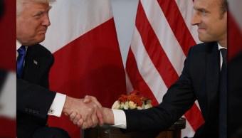 Macron sostuvo la mirada a Trump y no permitió que éste lo jalara