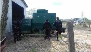 Vehiculo con blindaje artesanal es hallado en Camargo