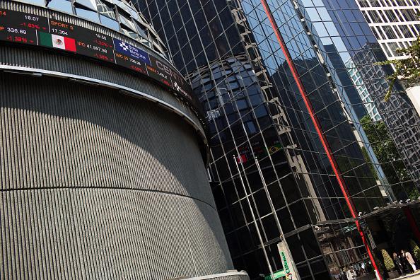 Vista de la fachada de la Bolsa Mexicana de Valores