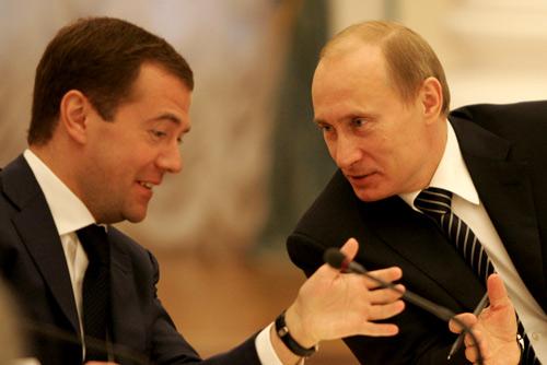 Vladimir Putin con Medvedev