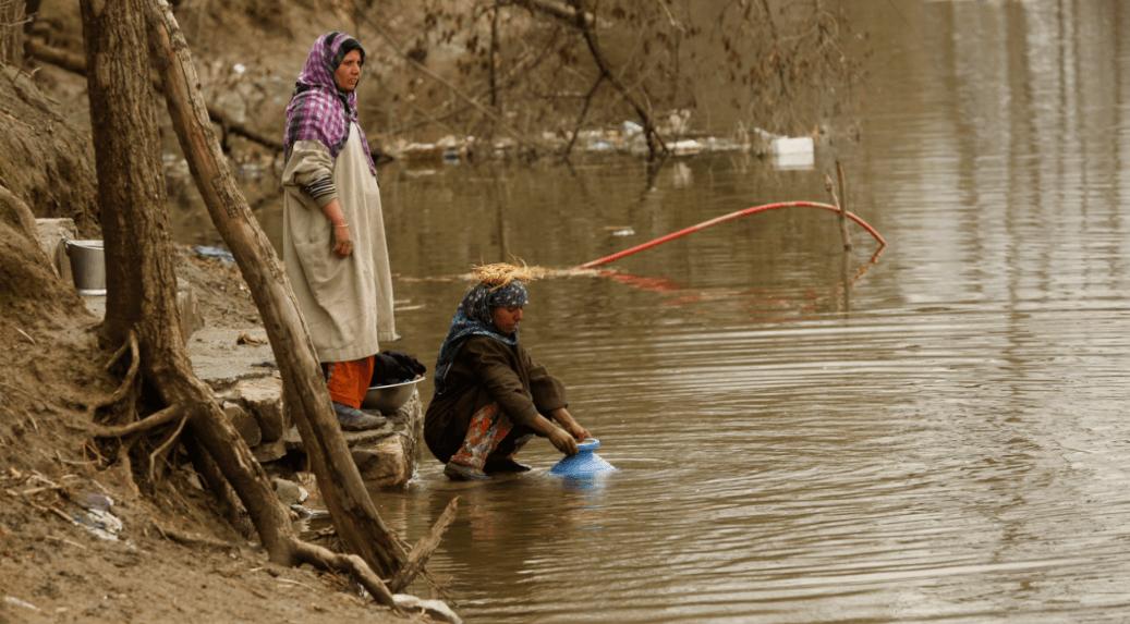 Agua contaminada en río de la Cachemira india