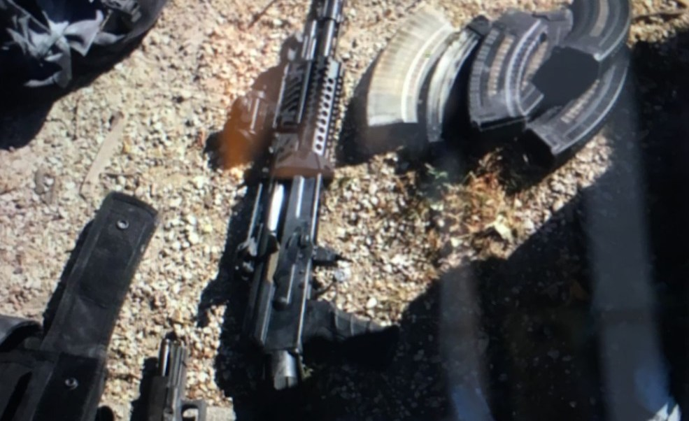 La policía francesa halla varias armas en el vehículo de Adam D., incluyendo un rifle de asalto (Foto: Le Parisien)