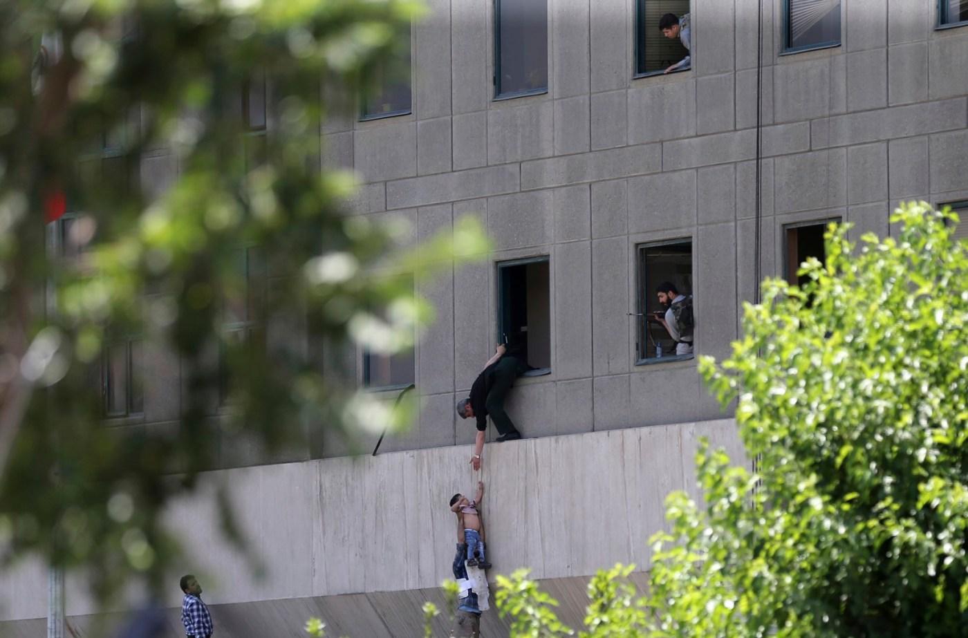 Ataques terroristas en Teherán dejan al menos doce muertos