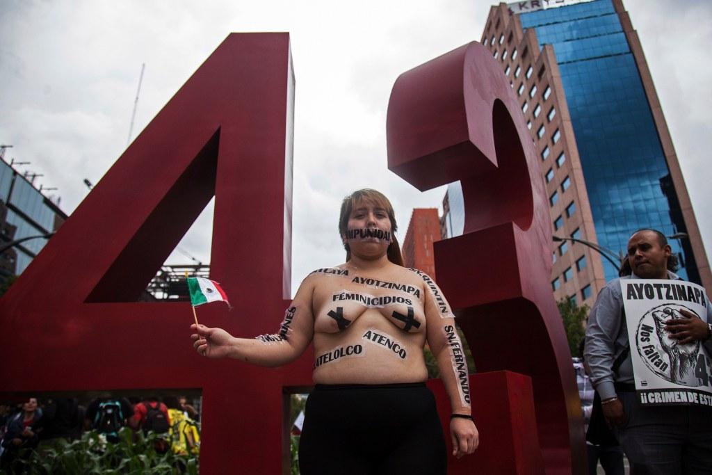 ayotzinapa-cuerpos-protesta