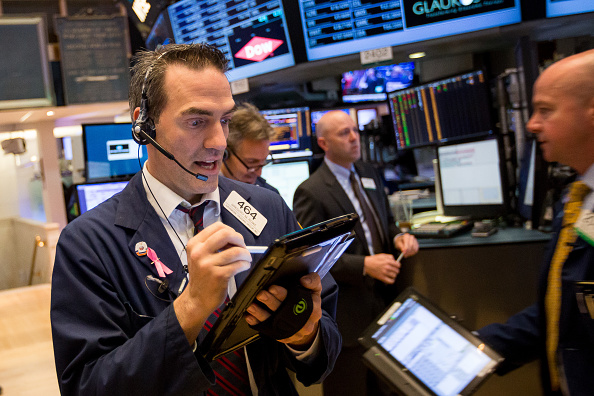 Wall Street cierra ganancias y record Dow Jones