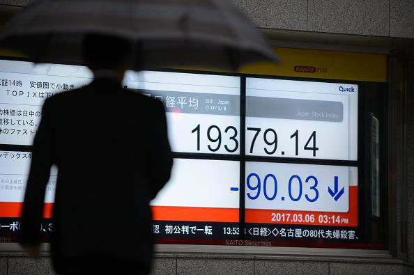 La Bolsa de Tokio retrocedió 0.03%, con atención al mercado de divisas