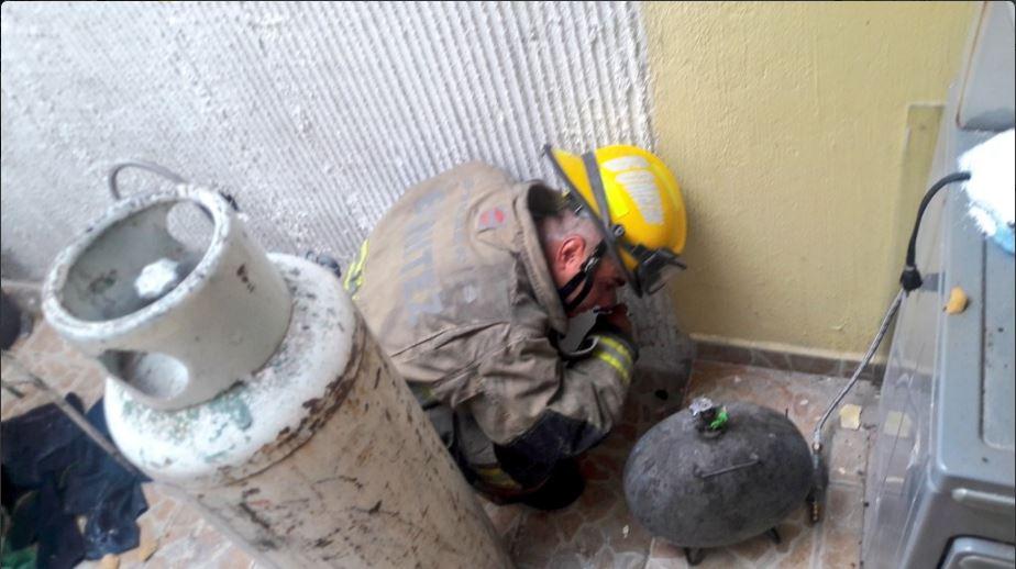 Bombero atiende explosion en zapopan