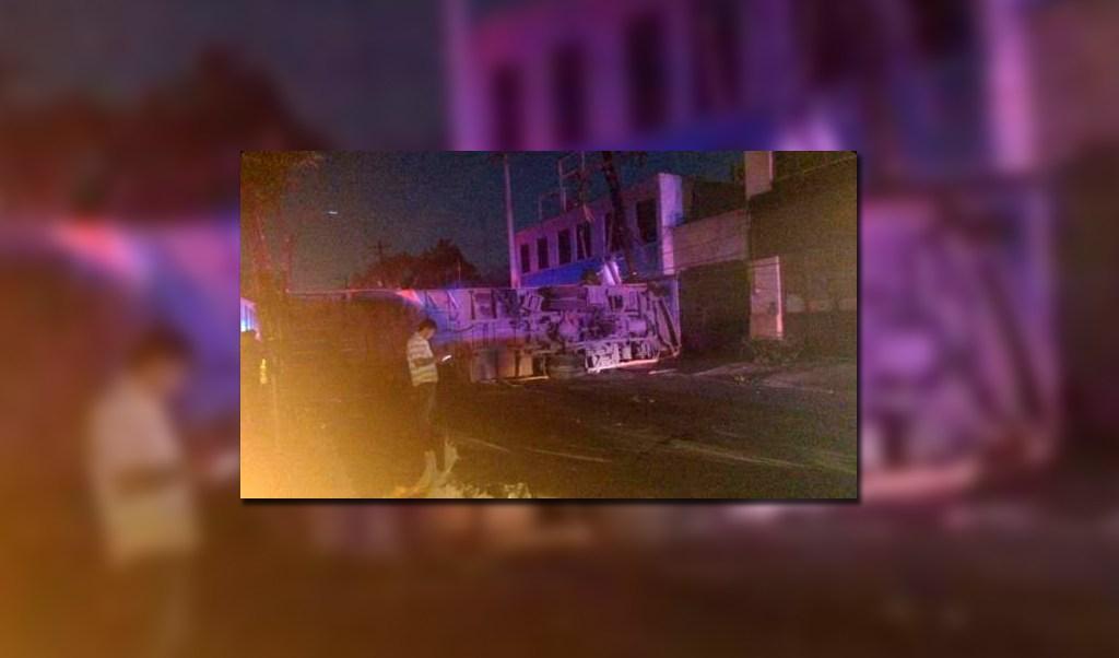 11 lesionados por volcadura de camion