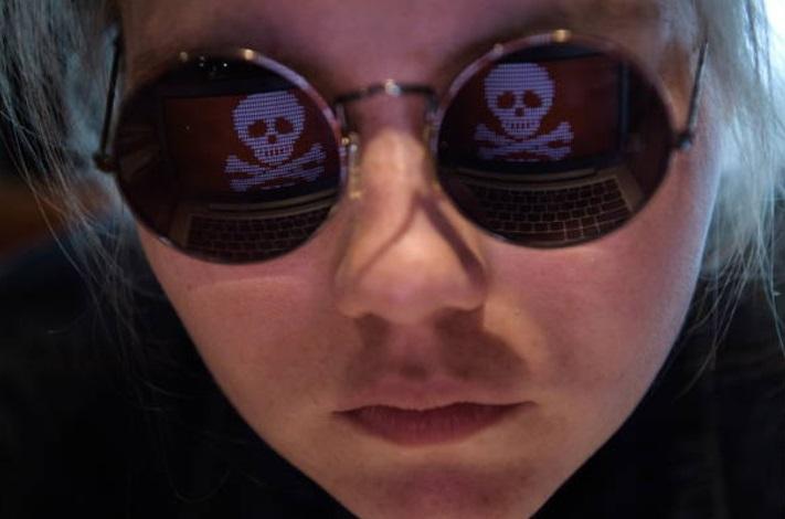 El reflejo de una computadora hackeada por un virus conocido como Petya (Getty Images)