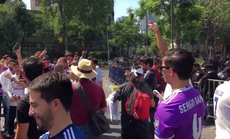 Seguidores del Real Madrid festejan en la Ciudad de México (Twitter: @tultitlanEdoMex )