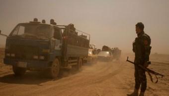 Civiles iraquíes huyen de Mosul durante combates contra el Estado Islámico