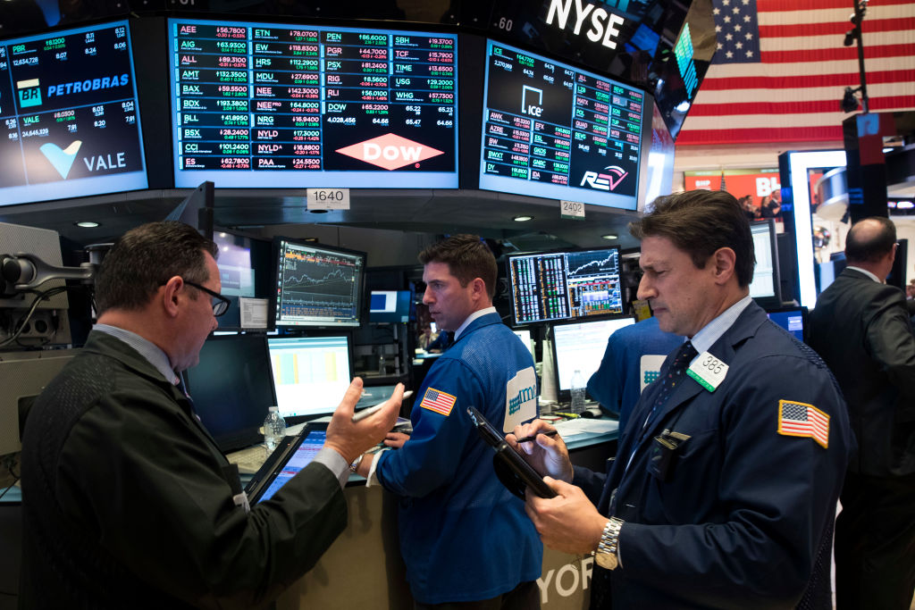 Tecnológicas y bancos encabezaban apertura en Wall Street