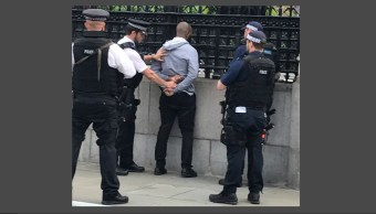Detienen a hombre armado en Parlamento británico