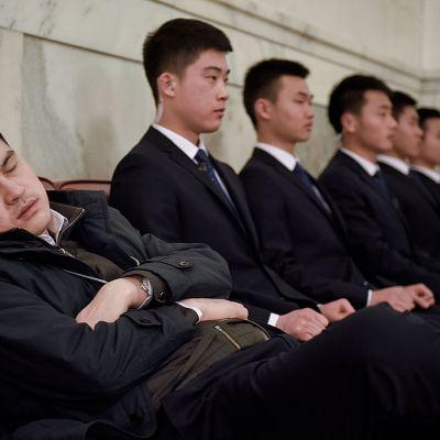 ¡Despierta! Estudio revela que dormir horas de más en los días de descanso afecta la salud