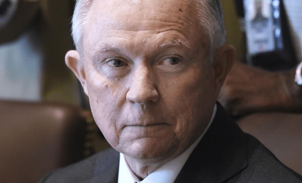 El fiscal general de EU, Jeff Sessions, comparecerá ante el Comité de Inteligencia del Senado