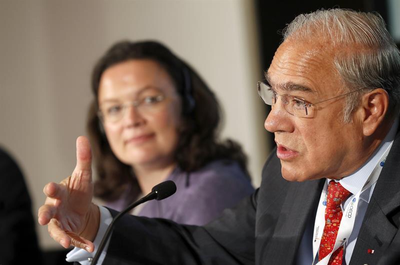 Economía de México mejora, pero beneficios no llegan a familias: OCDE