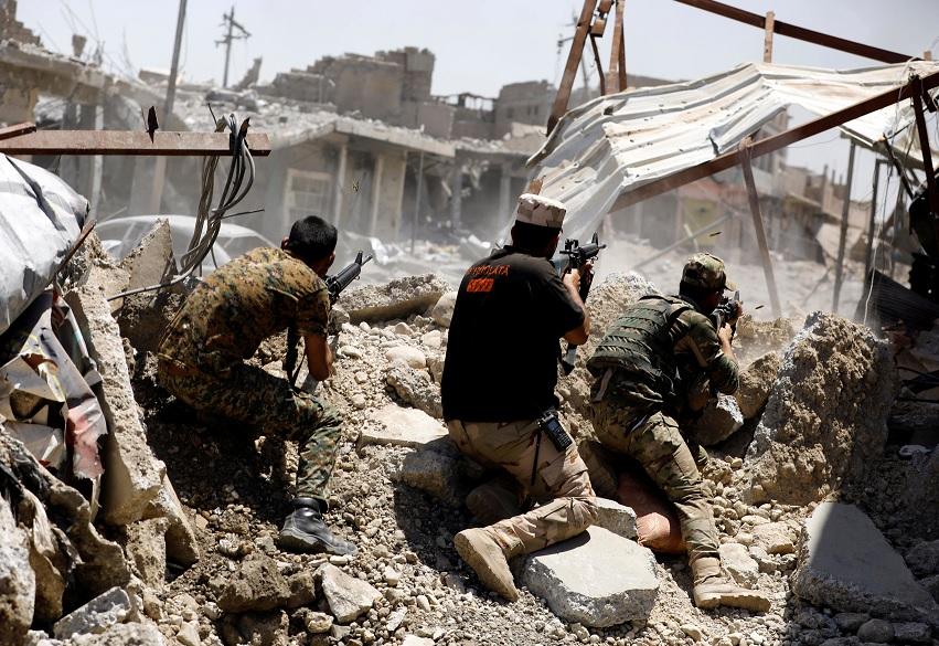 Una batalla contra militantes del Estado Islámico en el oeste de Mosul, Irak (Reuters)
