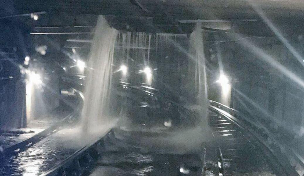Filtraciones por lluvia en túnel del Metro CDMX